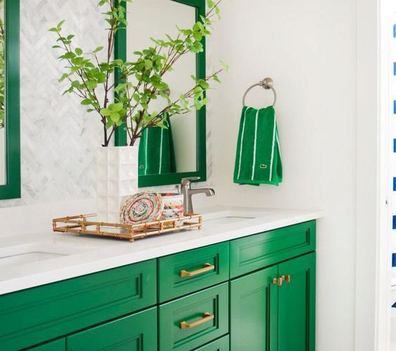 FANTASTIC GREEN BATHROOMS