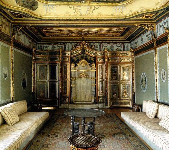 OTTOMAN STYLE LIVING ROOM DECORATIONS