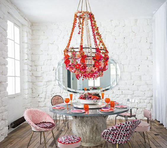 CREATING EFFECTIVE WALLS FOR THE DINING ROOM