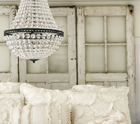 CHANDELIER IDEAS FOR GLAMOROUS BEDROOMS
