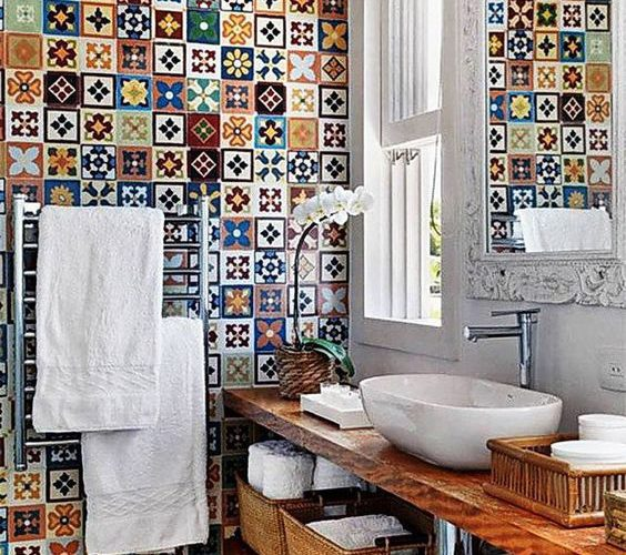 CREATE A VISUAL FEAST IN YOUR BATHROOM WITH COLORFUL TILES